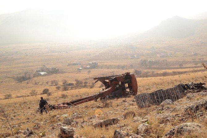 İş Makinesi Dağdan Yuvarlandı, Operatörü Yaralandı!