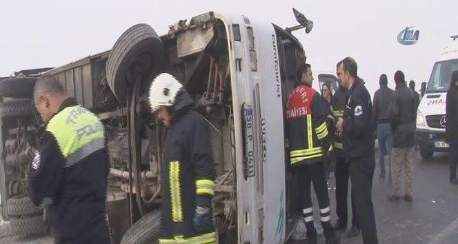 Kayseri'de servis minibüsü devrildi: 10 yaralı!
