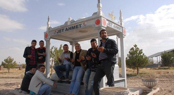"""Ölmeden Mezarını Yaptıran """"Jet Ahmet"""" Hayatı Kaybetti!"""