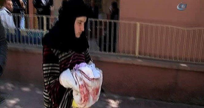 Ölen bebeğinin battaniyesine sarıldı!