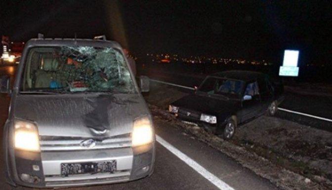 Kazada yaralandı, karşıya geçmeye çalışırken başka araç çarptı!!