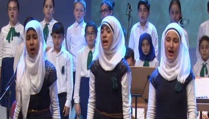 Suriyeli çocuklar acıyı şarkılarla dünyaya haykırdı!