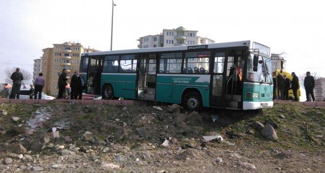 Kahramanmaraş otobüsü kaza yaptı:1 ölü! 30 yaralı!