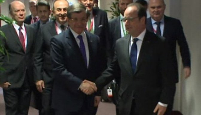 Davutoğlu, Hollande ile görüştü!