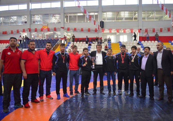 Büyükşehir, Yıldızlar Türkiye Güreş Şampiyonu!