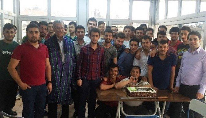 Kahramanmaraş İhlas Öğrenci Yurdu'nda mezuniyet sevinci
