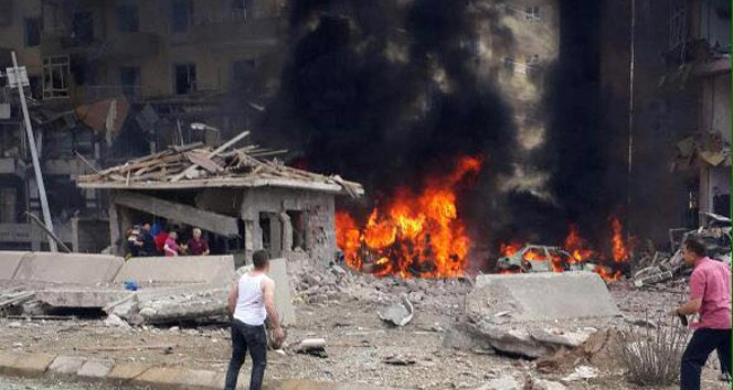 Midyat'ta emniyete bombalı saldırı! Yaralılar var!