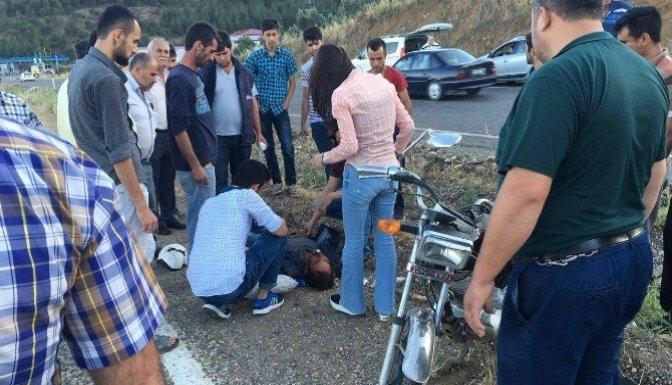 Şehirlerarası Yolda Motosiklet Takla Attı: 1 Ağır Yaralı!