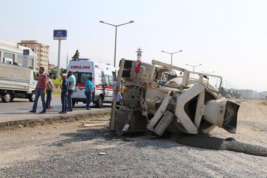 Kahramanmaraş'ta beton mikseri devrildi!