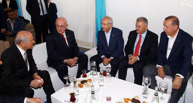 Erdoğan, miting öncesi liderler ile sohbet etti