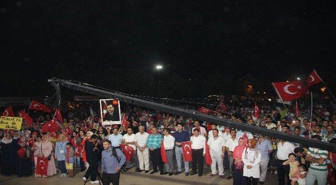 Diyarbakır'da 'FETO'ya idam' sloganları yükseldi!