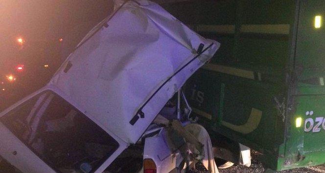 Otomobille biçerdöverin altına girdiler: 2 ölü!