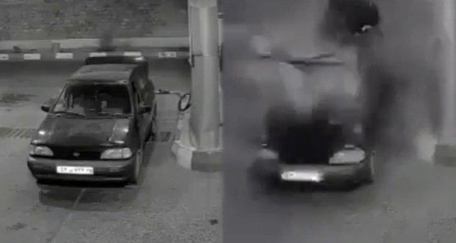 Araç bomba gibi patladı!