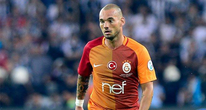 Sneijder, madalyasını engelli bir taraftara hediye etti!