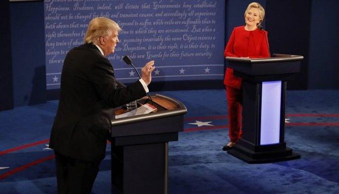 Clinton ve Trump, televizyonda kozlarını paylaştı!