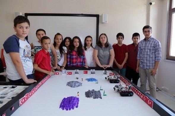 Türk bayrağına duyarlı robot!