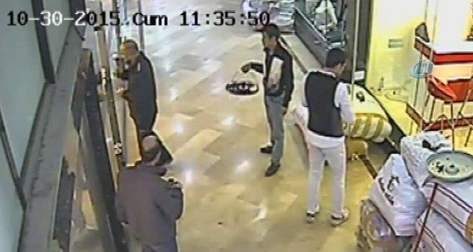 Arsız hırsız çalarken yardım istedi!