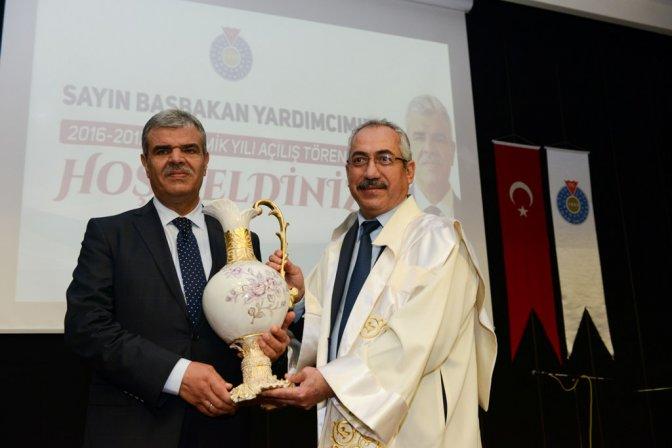 KSÜ akademik yıl açılışında ilk dersi Veysi Kaynak verdi!