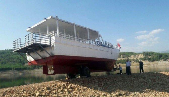 Denizi olmayan Kahramanmaraş'ta odun ambarında tekne yaptı