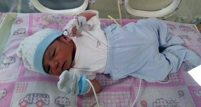 Vicdansız anne yeni doğan bebeğini çöpe attı!