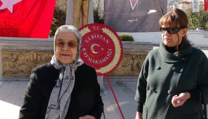 10 yıldır her 10 Kasım'da çiçek ve dualarla Atatürk'ü anıyor