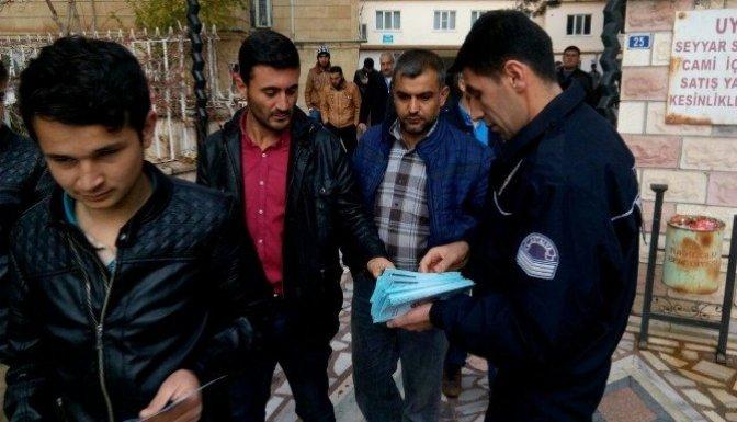 Polis dolandırıcılara karşı vatandaşı broşürle uyardı