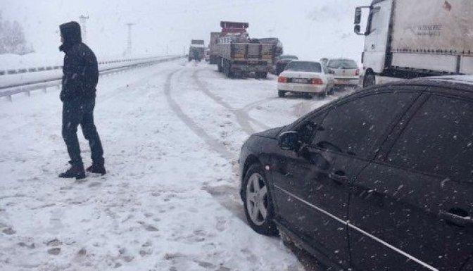 Kahramanmaraş'ta ulaşıma kar engeli