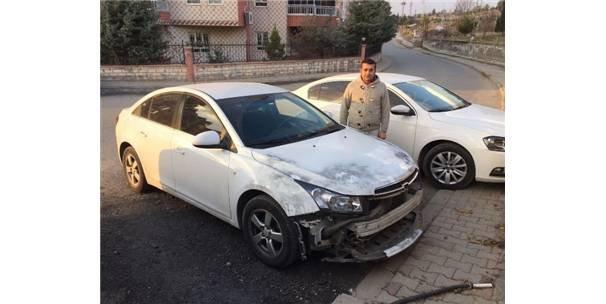 Hırsızlar park halindeki aracın tamponunu çaldı!
