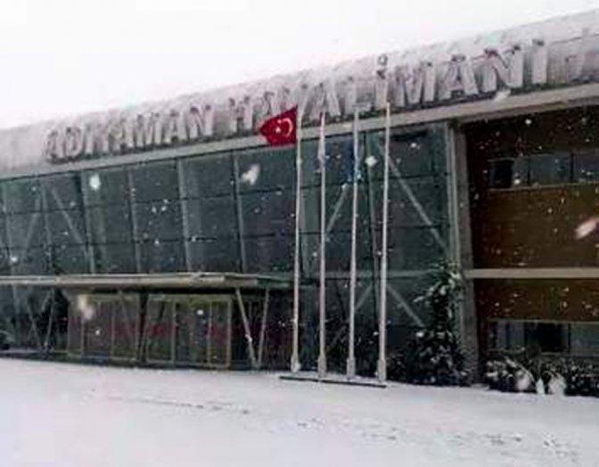 Kar nedeniyle uçak seferleri iptal edildi!