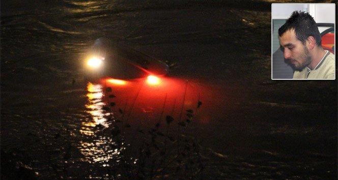 Seyhan Nehri'ne uçan sürücü son anda kurtuldu!