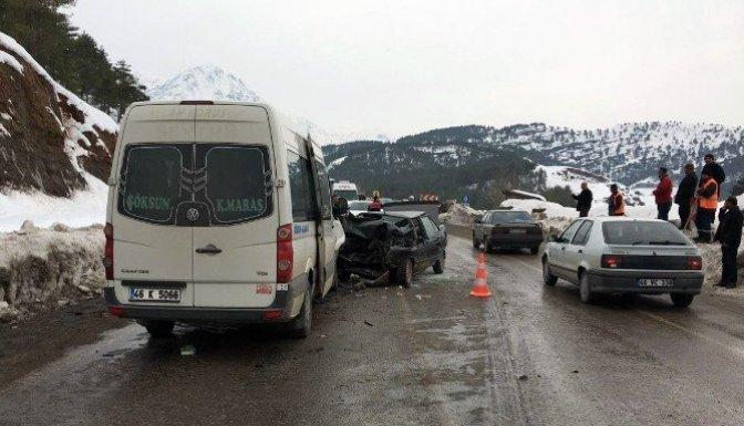 Yolcu minibüsü ile otomobil çarpıştı: 1 Ölü, 6 Yaralı!