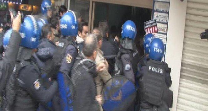 Anayasa değişikliği protestosuna polis müdahalesi!