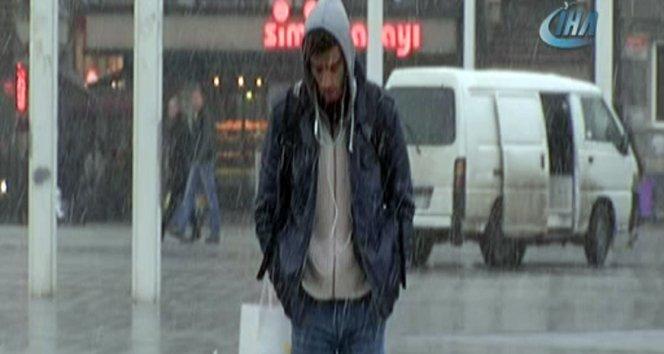İstanbul'da kar yağışı etkisini gösterdi!
