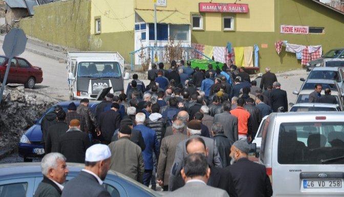 Antalya'da öldürülen kadın Göksun'da toprağa verildi