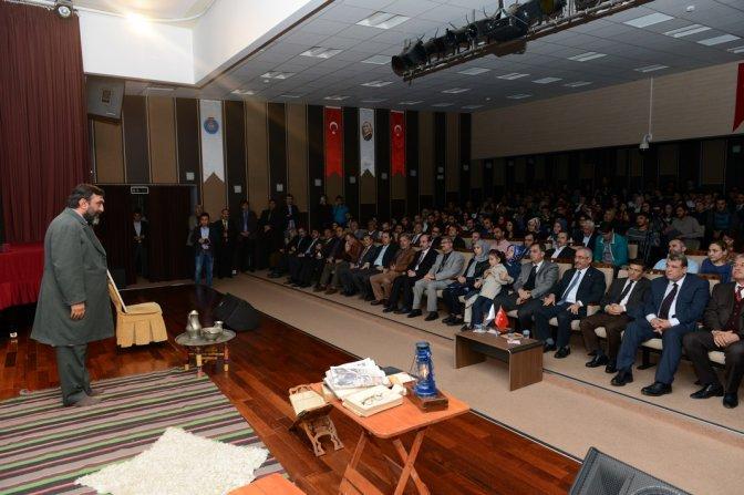 Ahmet Yenilmez, KSÜ'de 'Safahat' Oyununu Sergiledi