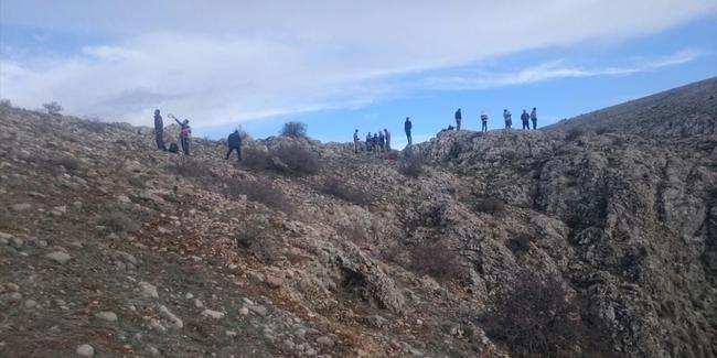 Ters Lale toplarken kayalıklardan düştü!