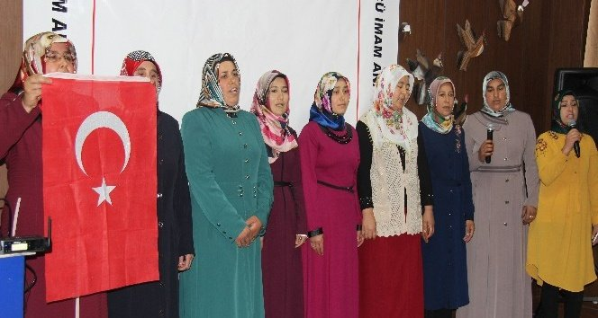 Veliler İstiklal Marşı'nı güzel okumak için yarıştı!