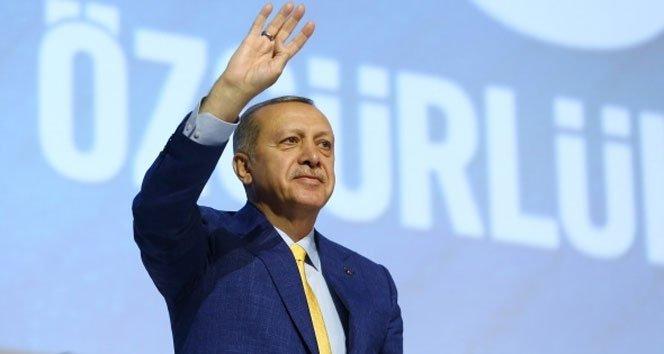 Cumhurbaşkanı Erdoğan Ak Parti'nin başında
