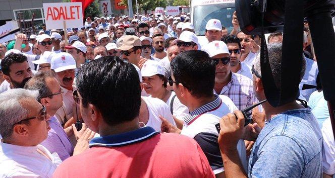 'Adalet Yürüyüşü'nde yasa dışı slogana müdahale!