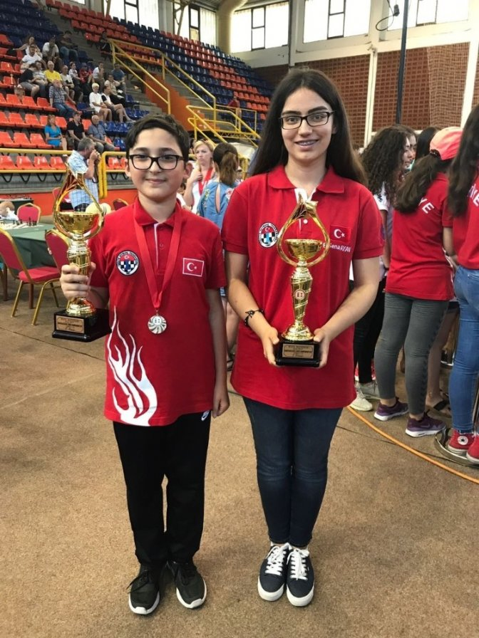 Avrupa Okullar Satranç Turnuvası'nda Kahramanmaraş'a 2 Madalya