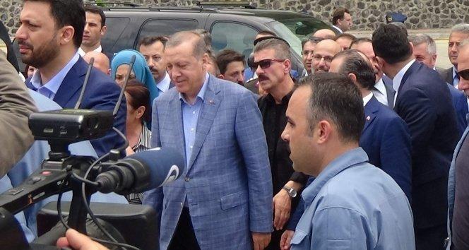 Erdoğan, Sarp Sınır Kapısı'nda inceleme yaptı
