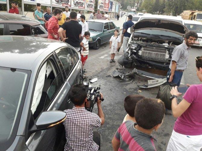 Alkollü sürücü araçları biçti: 2 yaralı!