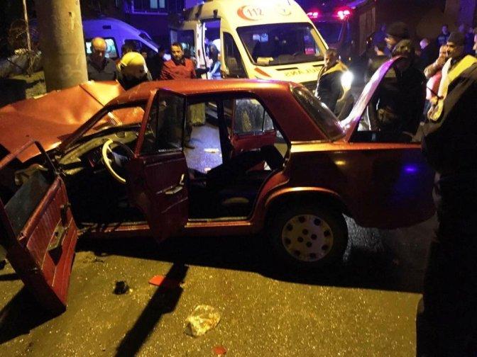 Otomobil elektrik direğine çarptı: 1 Ölü, 3 Yaralı