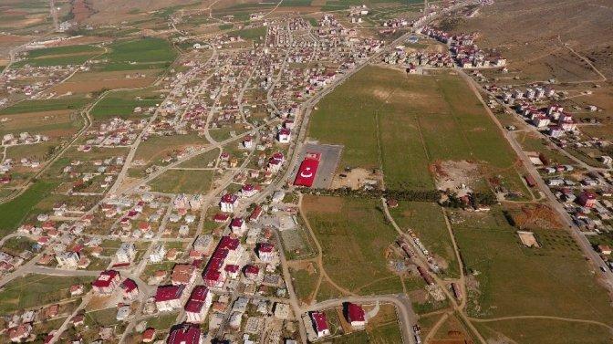 Afşin Belediyesi'nden dev Türk Bayrağı