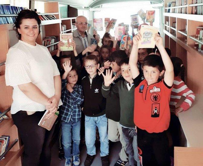 Gezici kütüphane öğrencilerle buluşuyor