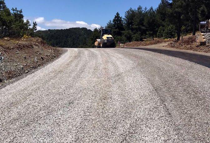 Büyükşehir yol yapımına hız kesmeden devam ediyor