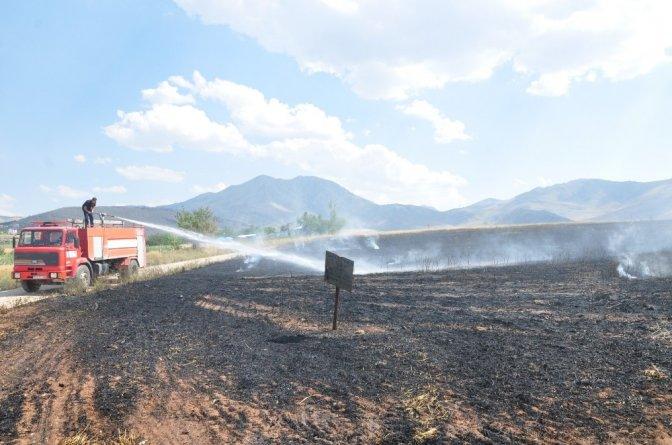 Yangın 25 Dönümlük arpa tarlasını küle çevirdi