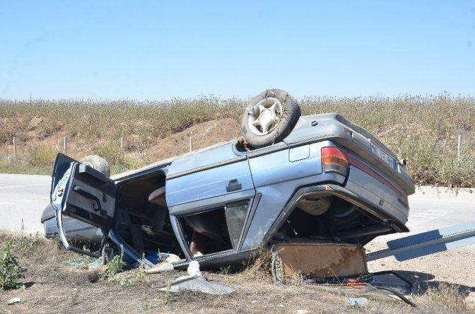 Takla atan otomobildeki 4 Kişilik aile ölümden döndü
