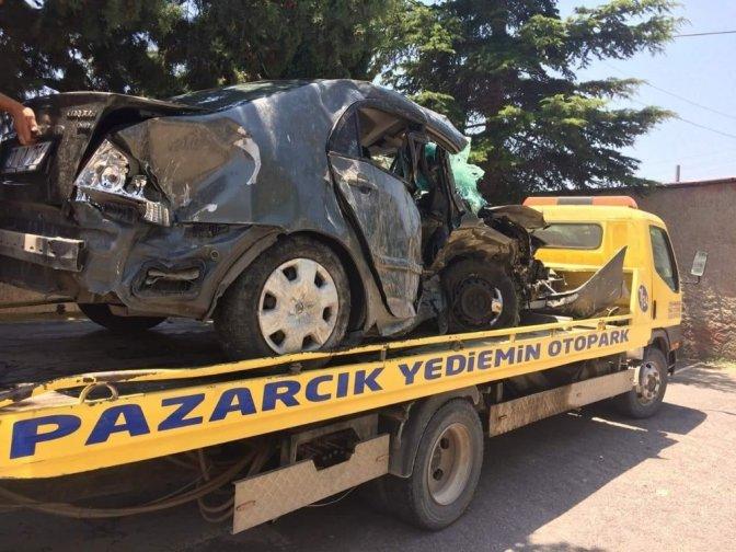 Mıcıra kapılan otomobil takla attı: 2 Yaralı