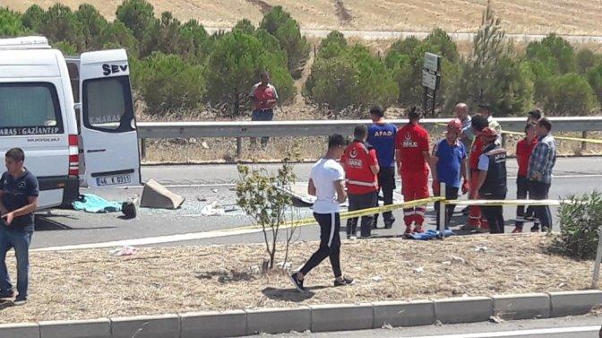 Kahramanmaraş'ta yolcu minibüsü tıra çarptı: 1 Ölü, 9 Yaralı